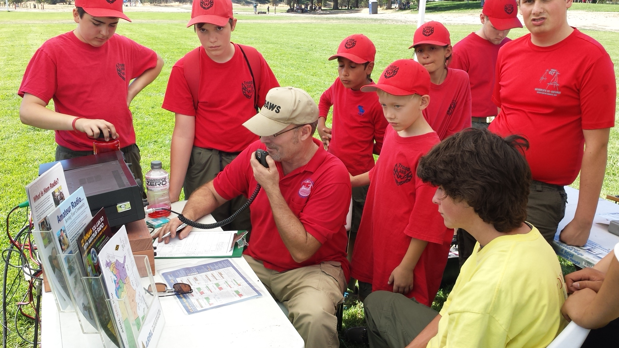 Andy Stephens W6AWS demonstrating Amateur Radio to scouts from Troop 380