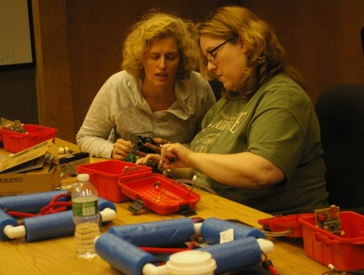 http://www.arrl.org/images/view/Licensing__Education_/Teachers_Institute/2014/buoy_collaboration.jpg