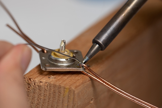 http://www.arrl.org/images/view/OTA/Building_and_Using_the_Hands_Free_Soldering_Fixture_/web_Ground_Plane_Antenna_6906_jib_with_connector_inserted.jpg