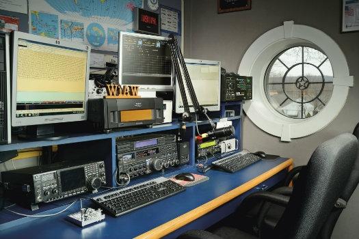 http://www.arrl.org/images/view/W1AW_W1AW_Pics/W1AW_Studio_3.jpg