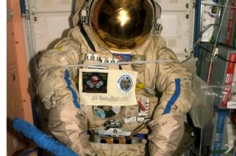 Astronaut Doug Wheelock Uses the Ham Radio Equipment on the Space Station